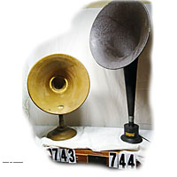Old pictures of antique radio horn speakers image gallery black gold 2'